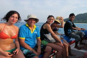 Oktavia dinghy to the beach