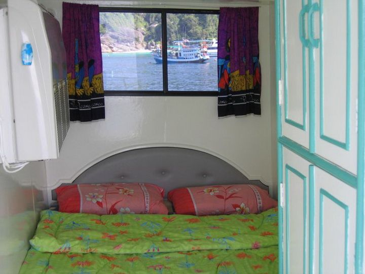 Dolphin Queen double bed cabin