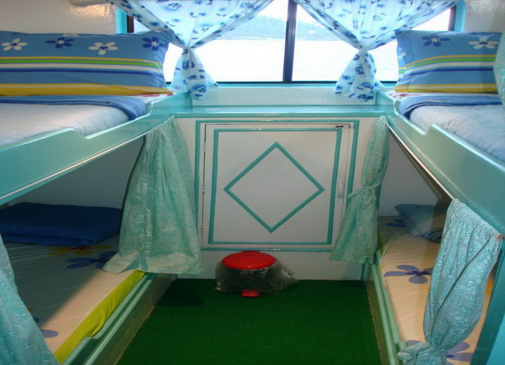 Dolphin Queen quad cabin