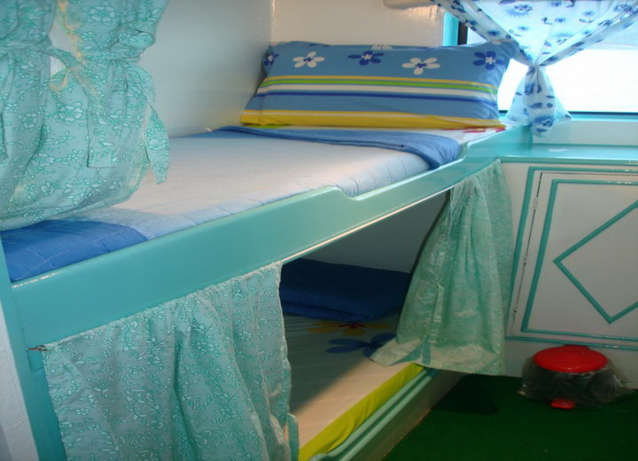 Dolphin Queen twin cabin