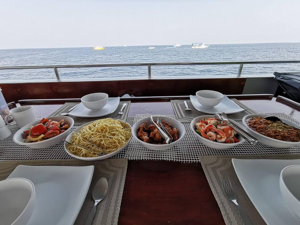 DiveRACE liveaboard food - pasta