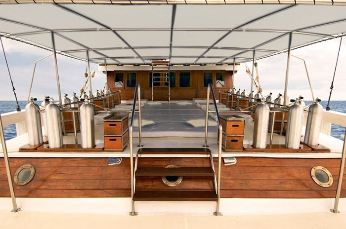 The Phinisi dive deck