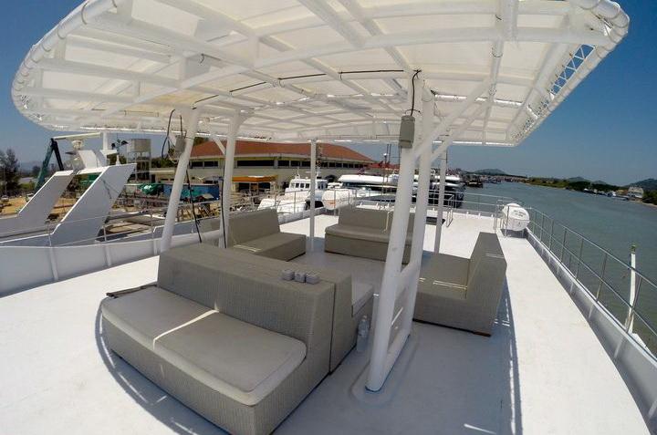 DiveRACE Class E sun deck
