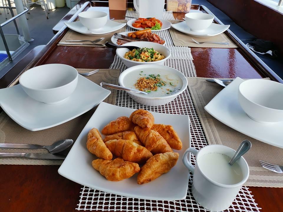 DiveRACE liveaboard food - breakfast