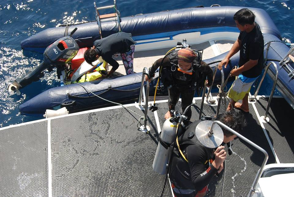 DiveRACE liveaboard - dive deck