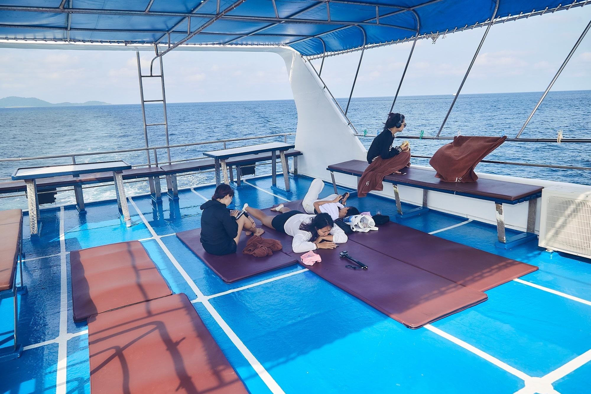 Peterpan liveaboard top deck