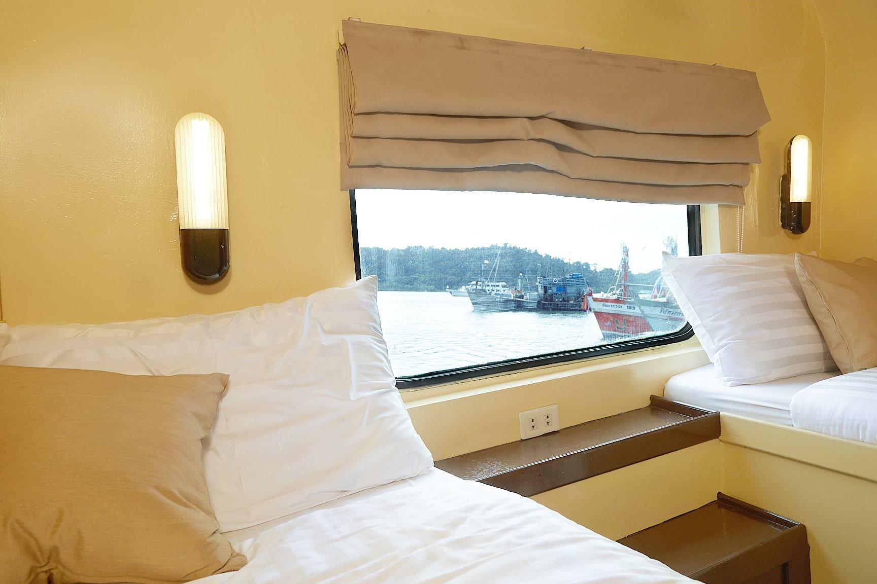 Peterpan twin bed cabin main deck